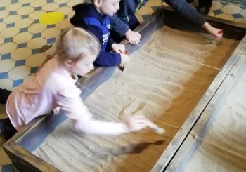 """Ученики 1 класса посетили выставку """"Археологические раскопки"""""""