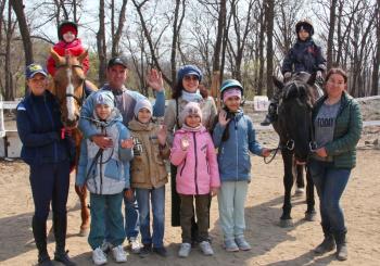 """22 апреля ребята 2 класса посетили очередное занятие в Школе верховой езды """"Россо"""""""