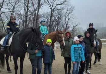 """27 апреля ребята 4 класса посетили очередное занятие в Школе верховой езды """"Россо"""""""