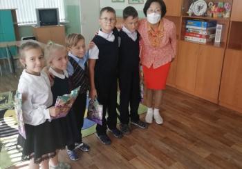 Всех учеников начальной школы поздравили с новым учебным годом