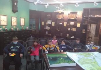 Ученики 2 и 4 классов посетиливыставку «Мир традиционной культуры народов Юга Дальнего Востока России: удэгейцы, нанайцы, орочи»