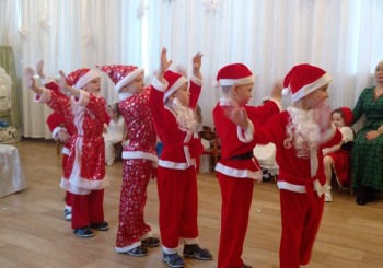 Новый год стучится в детский сад